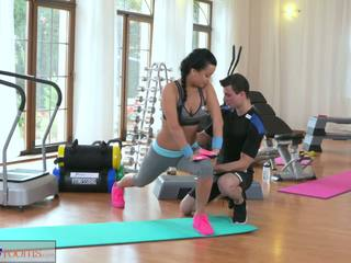 Fitnessrooms multiple orgasms за черни haired гимнастически салон nymph