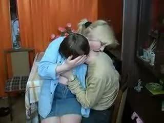 ロシア ママ と ボーイ having a ドリンク