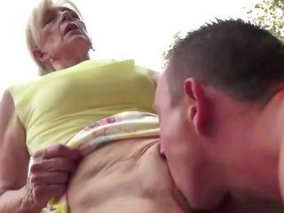 zien cum in de mond scène, het eten, een oma seks