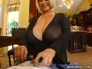 Samantha's Massive G Breasts Slo...