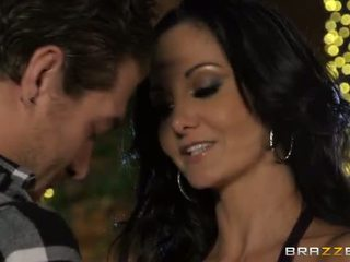 Xander corvus fixes pools için bir living ve ava addams