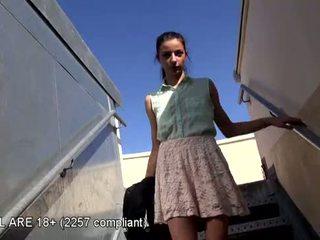 Precioso adolescente primero vídeo casting