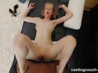 Zreli milf s velika telo has medrasno seks med kasting