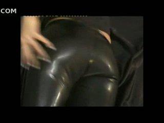 Sexy mädchen im eng leder pants