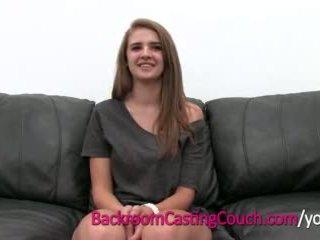 Έφηβος/η κύριος cocksucker mia επί πίσω δωμάτιο κάστινγκ καναπές