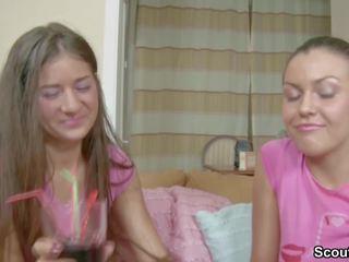 tieners, controleren lesbiennes vid, online eerste keer scène