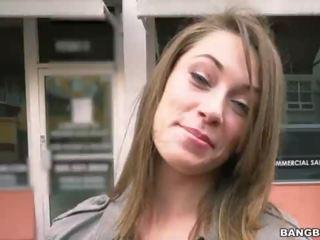 u brunette porno, pijpbeurt neuken, vol publiek video-