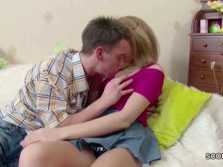 Petite Blond Teen get Lost Virgin by His Big Cock: Porn de