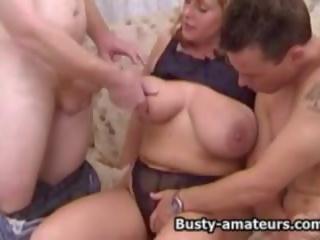 Busty Amateur Milf Flotter Dreier