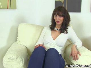 Scottish MILF Toni Lace Dips Her Fingers into Her Juicy