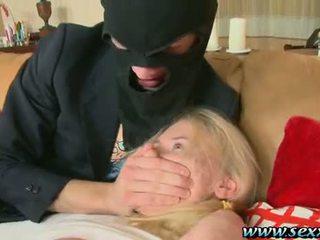 Ett flicka och two perverted thieves