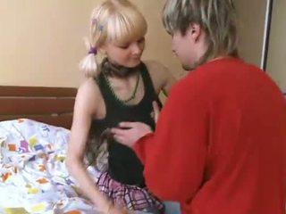 online onschuldige amateur teen neuken, online naakt teen meisjes neuken, petite teen pussy klem