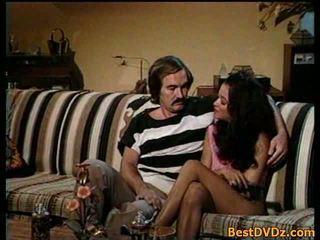 सेक्सी गर्ल आनंद लें डीप वेट penetration