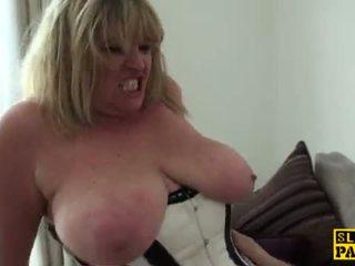 mooi spuitende mov, heet brits tube, oma neuken