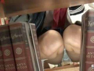 Pervert guy fucks armas jaapani koolitüdruk sisse the raamatukogu