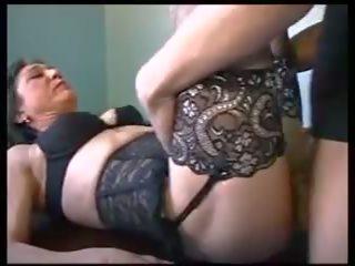 Mam Et Le Plombier: Free Mature Porn Video 3f
