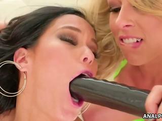 Zoey Monroe and Megan Rain Wild Anal Sex, Porn a3