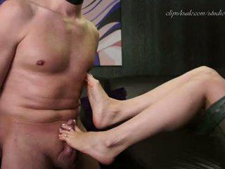 Femdom rakastajatar jalka palvonta ja nipple