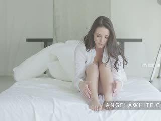 Veliko oprsje avstralke porno zvezda angela beli solo