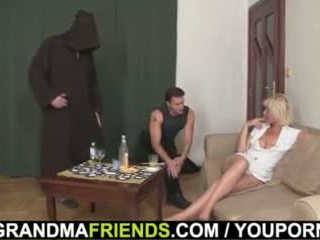 Lief blondine oma double dicked