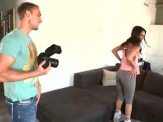 Samia duarte deepthroats il photographer?s cazzo prima
