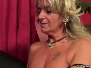 Nenek having dubur seks dengan seks / persetubuhan mesin