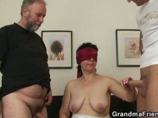 Fiatal férfi joins régi pár