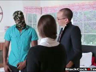 Jolie brunette ado amirah adara nailed par énorme noir bite