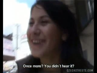 Amatieri veronika fucks uz the automašīna par daži nauda