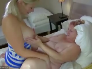 Oldnanny おばあちゃん と ティーン masturbate とともに sextoy