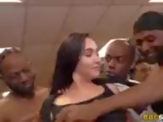 Karlee Grey Blows the Whole Boxing Club, Porn ca