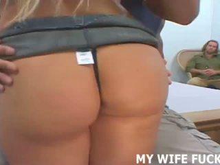 Su esposa estrellas en su primero profesional porno <span class=duration>- 12 min</span>