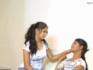 Cuties tries ของพวกเขา เป็นครั้งแรก lesbo, ฟรี อินเดีย โป๊ วีดีโอ f3