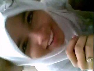 Όμορφος/η ινδονησιακό κορίτσι gives τσιμπούκι