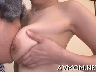 Pretty young mom seduces guy