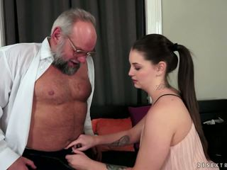 Angelina brill fucks an vyresnis gentleman, porno 4d
