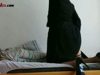 Niqab anal solo na sofa