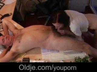 Kuszące młody sekretarka ssanie szef stary kutas hardcore sperma w usta wideo