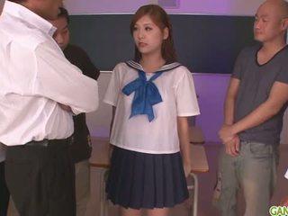 Schulmädchen yura kasumi ist ein heiß japanisch wichse mädchen