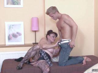 Noor poiss võrgutamine tema vanaema kuni saama esimene fuck: hd porno b3