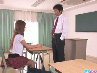 I eksituar aziatike nxënëse marrjenëgojë dhe qirje