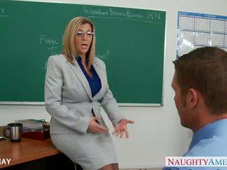 Milf prof sara jay baise étudiant