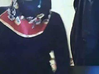 Vídeo - hijab chica que muestra culo en webcam