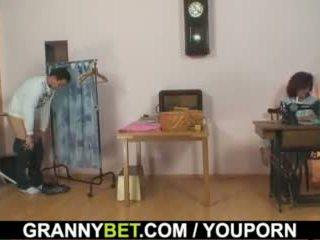 הוא bangs sewing 70 years ישן סבתא