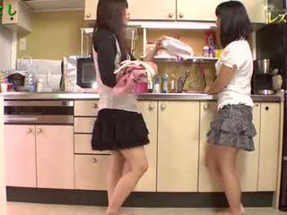 Aasia tüdrukud mängima