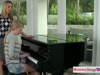 Musical mami pompare sperma cu stepteen