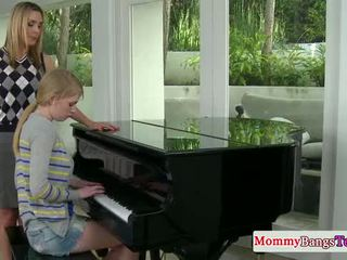 Musical mama bertukar tempat air mani dengan stepteen