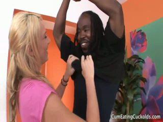 Aubreys hubby eats ブラック 男 精液 から 彼女の プッシー