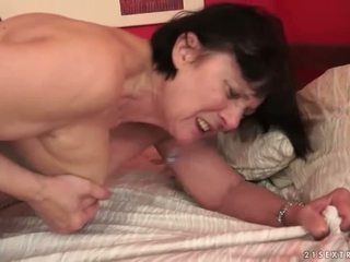 Pojat loves pullea mummo