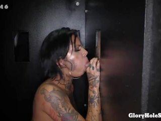 Heiß zierlich tätowiert porno